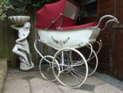 Детская коляска в стиле ретро