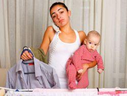 Женщина за домашними делами