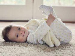 Младенец в ползунках